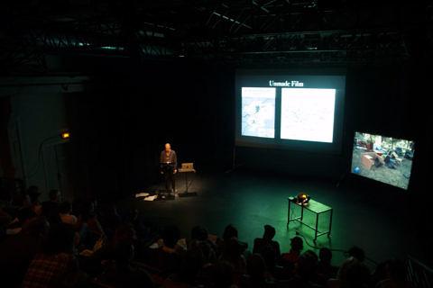 """""""Unmade Film: The Proposal"""", conférence-performance, Uriel Orlow. Les Laboratoires d'Aubervilliers, 19 mai 2015 Photo Marie-Laure Lapeyrère"""