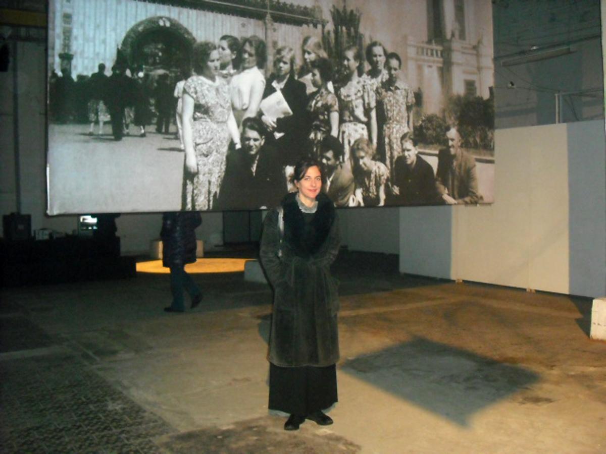 Bannière - impression sur tissu- 4m x 3m - Les travailleurs de Kreenholm au parc VDNH de Moscou (image d'archive)