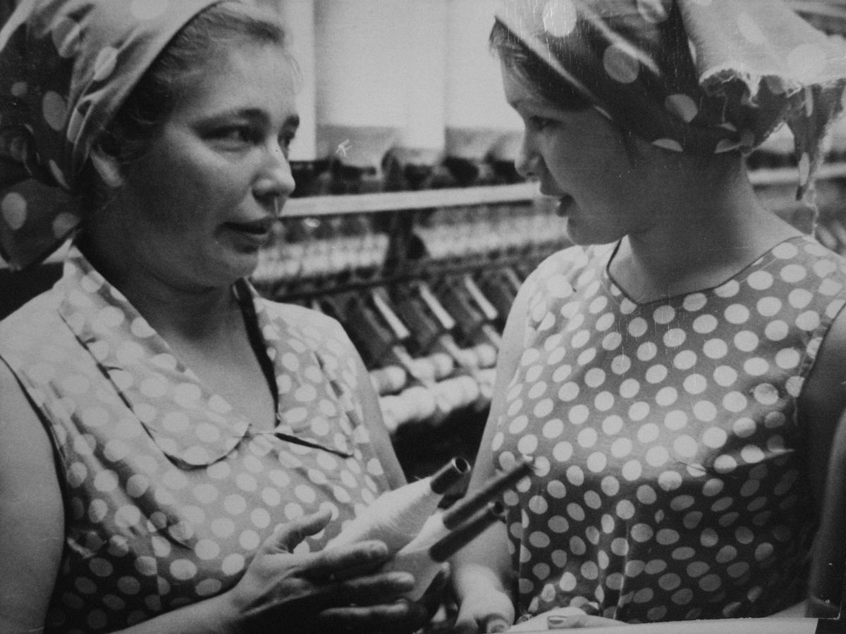 Deux ouvrières au tissage, archive de Kreenholm